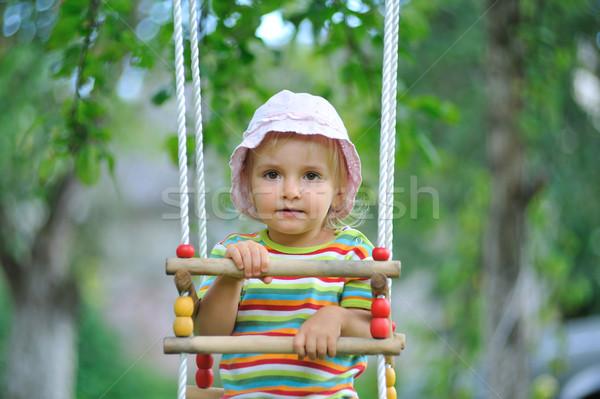 Pequeño nina jugando aire libre bastante ninos Foto stock © taden