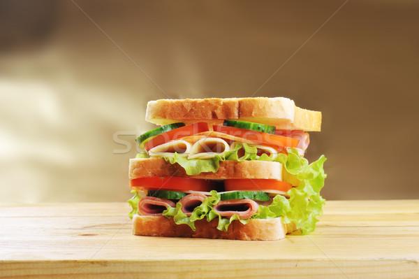 Сток-фото: вкусный · сэндвич · свежие · деревянный · стол · группа · цвета
