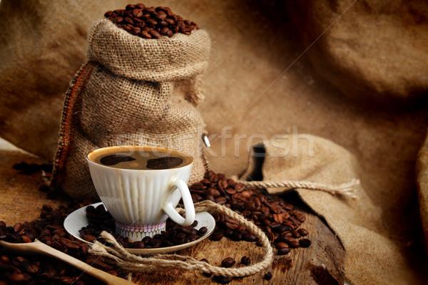 ストックフォト: コーヒー豆 · 豆 · カップ · 後ろ · ブラックコーヒー