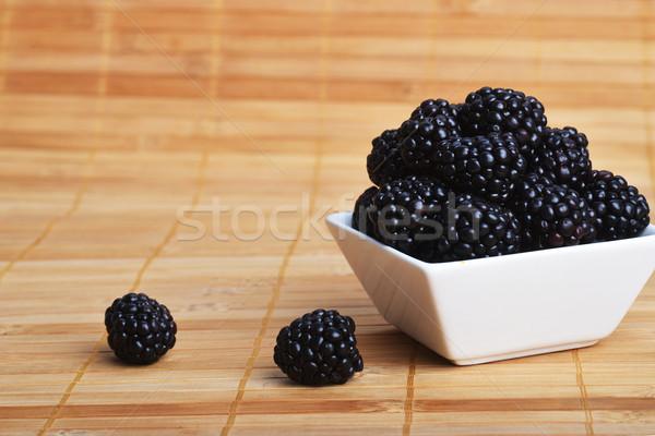 BlackBerry kom witte keramische houten vruchten Stockfoto © taden