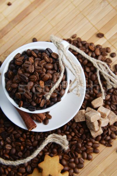 Stockfoto: Koffiebonen · beker · koffie · achtergrond · voorraad