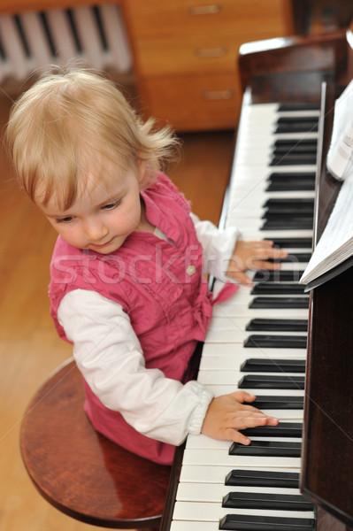 Lány zongora gyönyörű kislány zene gyermek Stock fotó © taden