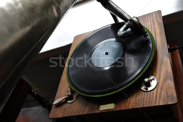 Klasszikus gramofon közelkép játszik öreg dal Stock fotó © taden