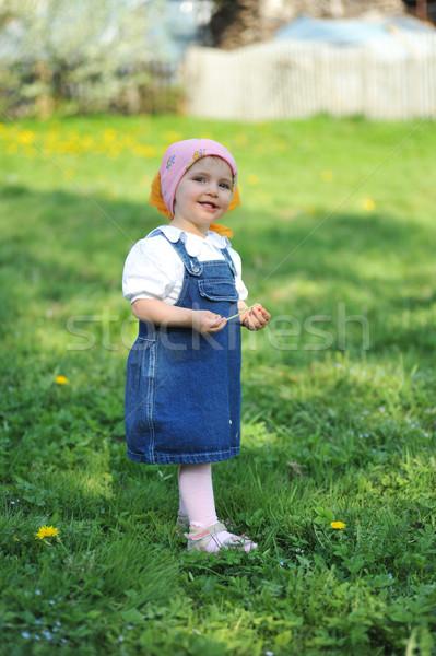 Meisje Blauw jurk meisje bloem gezicht Stockfoto © taden