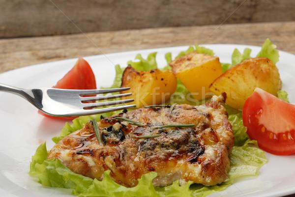 Sült hús sült krumpli szeletek paradicsom Stock fotó © taden