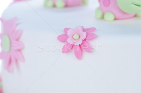 Doğum günü pastası beyaz çiçekler krem kek hediye Stok fotoğraf © taden
