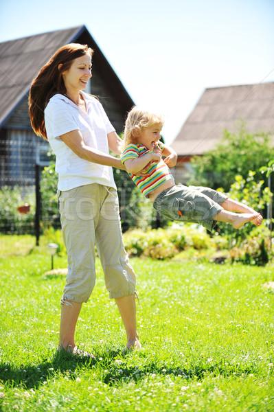 Madre hija hermosa jóvenes jugando hierba Foto stock © taden