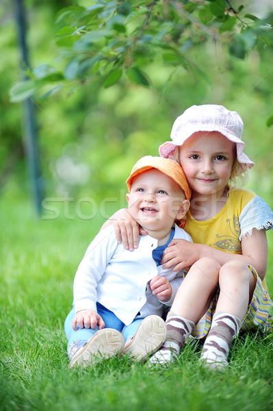 姉妹 弟 少女 座って 草 ストックフォト © taden