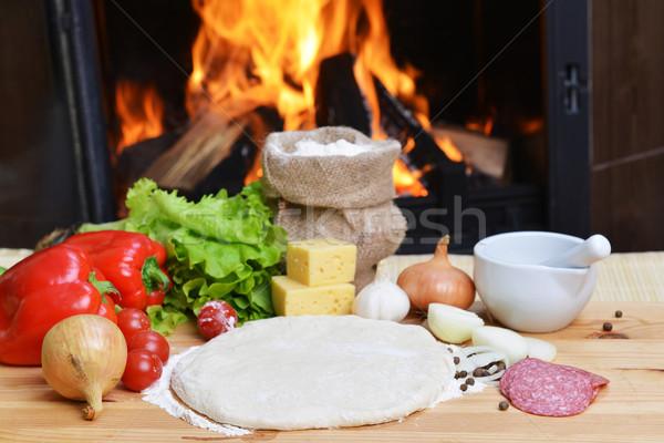 Stok fotoğraf: Pizza · lezzetli · baharatlar · sebze · ahşap · masa · peynir