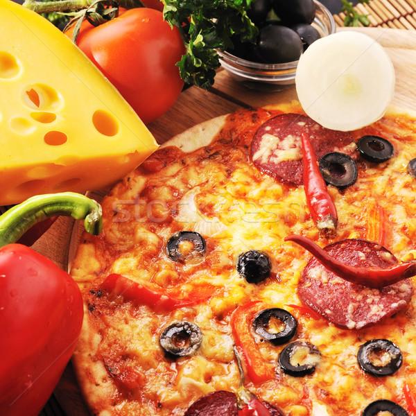 Stockfoto: Smakelijk · pizza · plaat · houten · voedsel