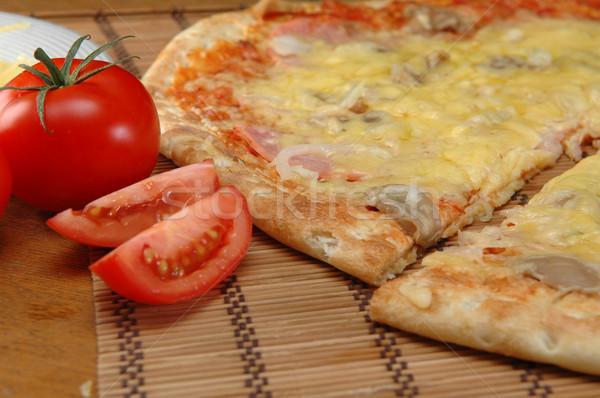 Pizza penge vág közelkép zöld sajt Stock fotó © taden