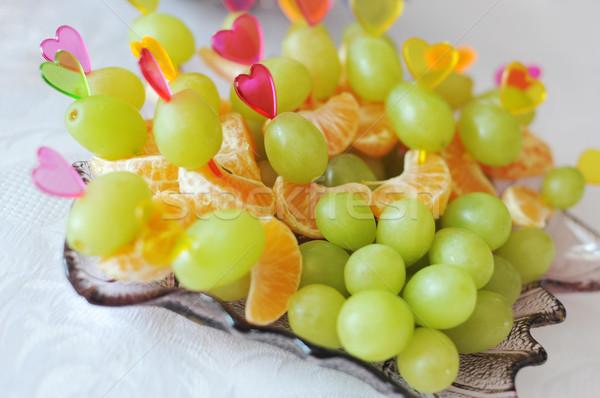 Különböző gyümölcs falatozó tányér levél zöld Stock fotó © taden