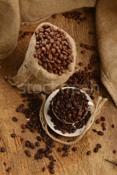 Chicchi di caffè Cup legno tavola Foto d'archivio © taden