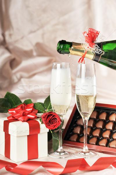 Geschenkdoos champagne Rood rose papier bruiloft Stockfoto © taden