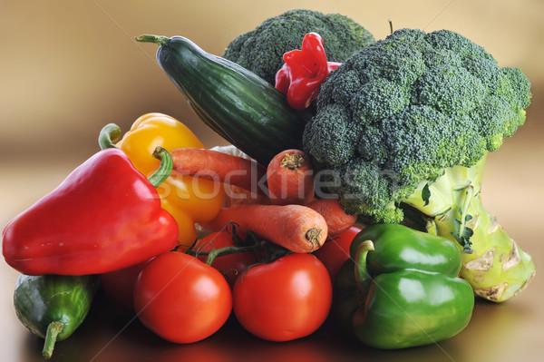gem se tabelle brokkoli tomaten karotten gurken stock foto denis tabler taden. Black Bedroom Furniture Sets. Home Design Ideas