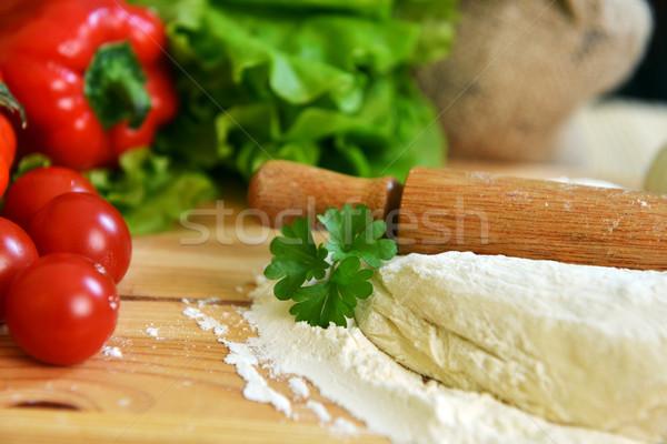 Pizza heerlijk specerijen groenten houten tafel kaas Stockfoto © taden
