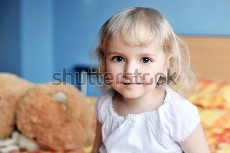 女の子 ベッド 両親 顔 愛 ストックフォト © taden