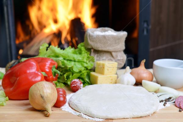 Pizza delicioso temperos legumes mesa de madeira queijo Foto stock © taden