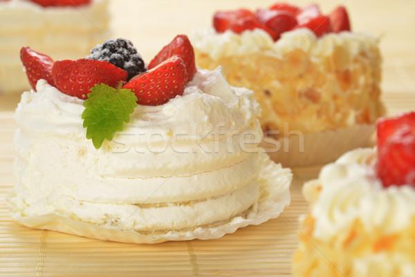Pequeño tortas blanco formación de hielo frutas bambú Foto stock © taden