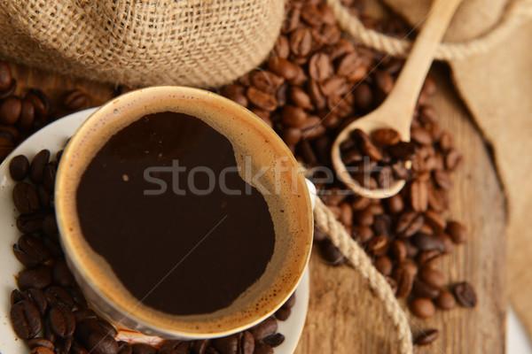 Foto stock: Grãos · de · café · copo · madeira · café · fundo