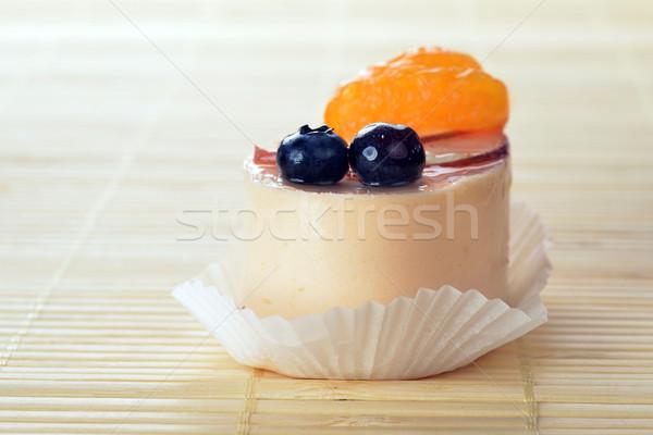 Torta piccolo bianco ciliegina bambù tavola Foto d'archivio © taden