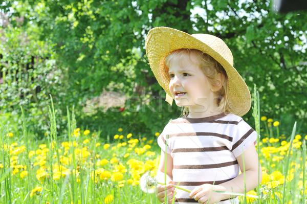 Meisje veld meisje strohoed bloem Stockfoto © taden