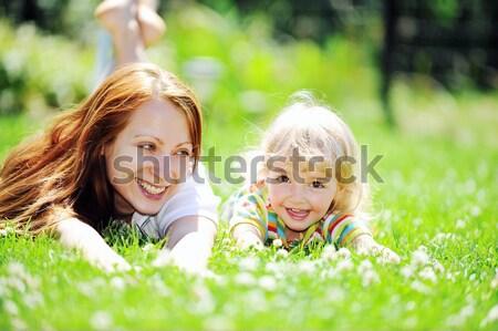 Nina relajante hierba nina cara sol Foto stock © taden