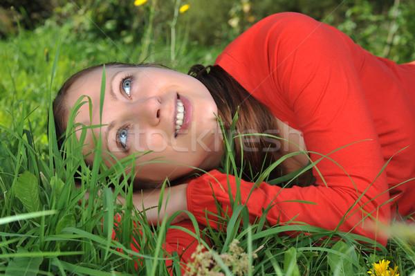 Genç kadın açık rahatlatıcı kız çim moda Stok fotoğraf © taden