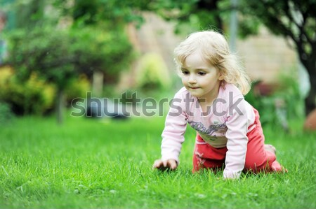 ストックフォト: かなり · 女の子 · 緑の草 · 少女 · 春 · 草