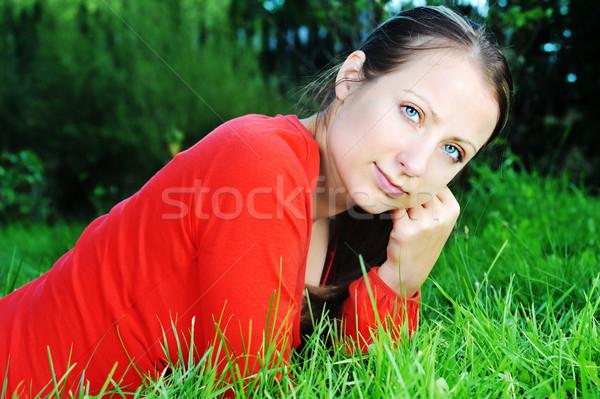 Aire libre relajante nina primavera hierba Foto stock © taden
