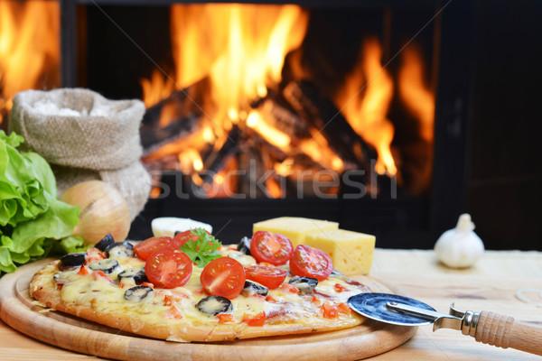 Smakelijk pizza gebakken hout oven voedsel Stockfoto © taden