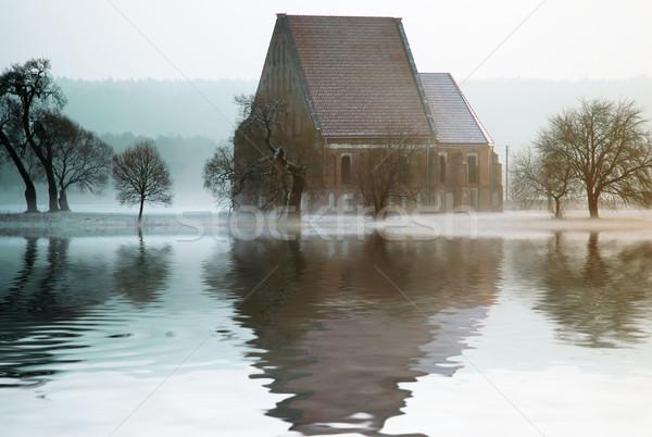 ストックフォト: 古い · 教会 · 水 · 建物 · 建設 · 緑