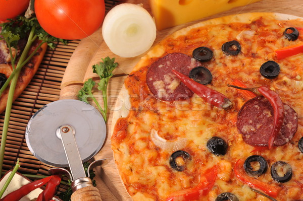Pizza queijo tomates azeitonas pretas pimentas Foto stock © taden