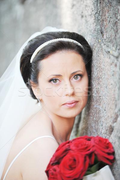 Lány esküvői ruha rózsa virágcsokor öreg fal Stock fotó © taden