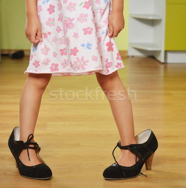 Lány nagy cipők vicces kislány anyák Stock fotó © taden