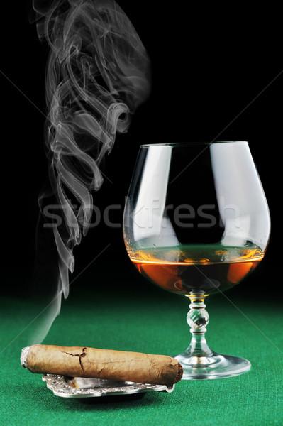 Cygara pić zielone szkła grupy Zdjęcia stock © taden