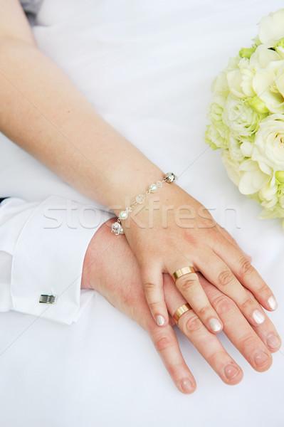 Manos anillos de boda flores familia nina mujeres Foto stock © taden