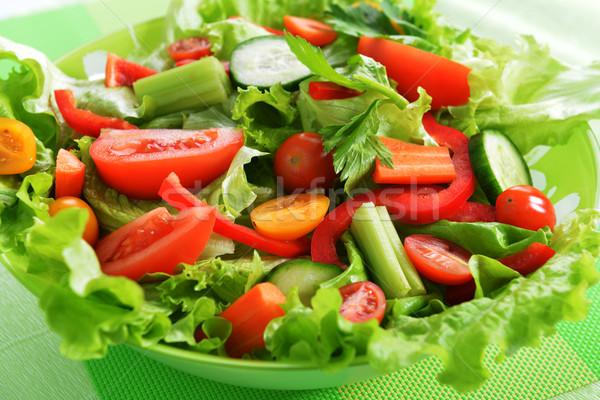 Ensalada vegetales blanco plato verduras frescas verde Foto stock © taden