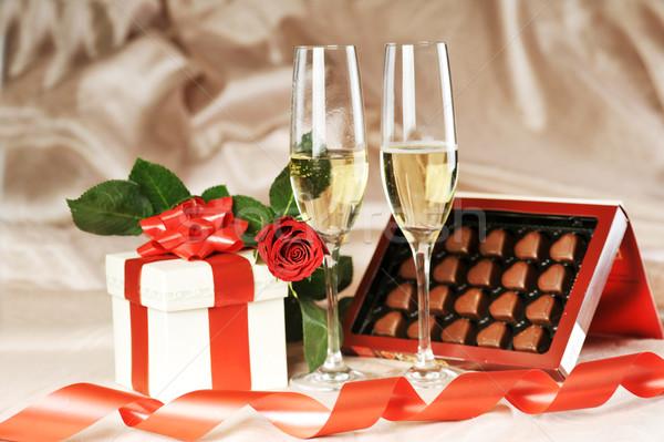 Caixa de presente champanhe rosa vermelha papel casamento Foto stock © taden
