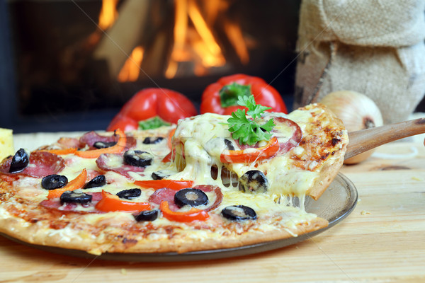 Smakelijk pizza plakje peperoni olijven Stockfoto © taden