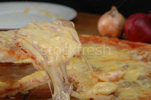 Pizza slice touw kaas pizza achtergrond groene Stockfoto © taden
