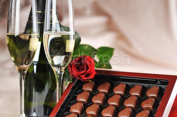 Champagne Rose Red a forma di cuore cioccolato carta wedding Foto d'archivio © taden