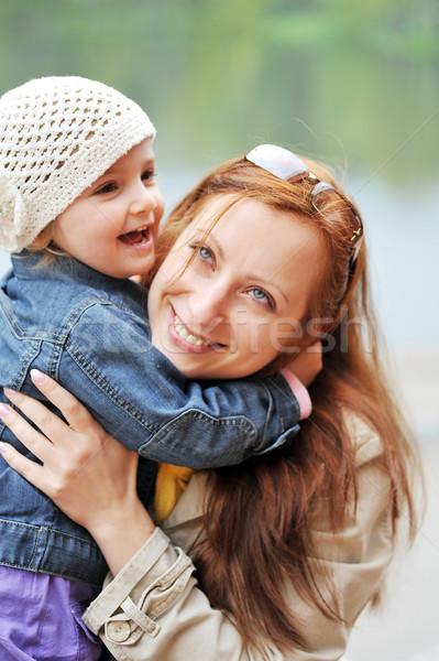 Anne kız bahar park bebek gülümseme Stok fotoğraf © taden