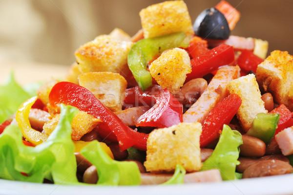 Salata plaka taze lezzetli ahşap masa tablo Stok fotoğraf © taden