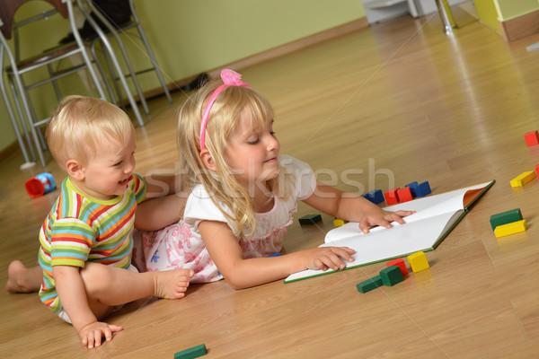 Foto stock: Nino · hermana · pequeño · jugando · casa · nina
