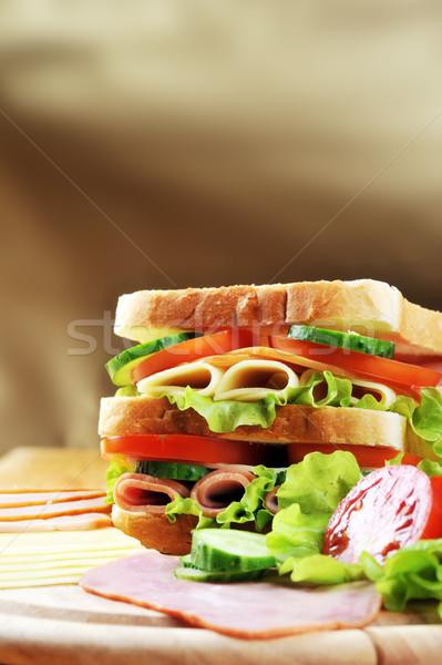 Sabroso sándwich frescos mesa de madera mesa grupo Foto stock © taden