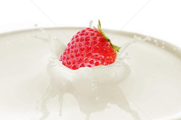 Foto stock: Morango · gotas · leite · salpico · alimentação · cair