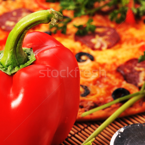 Pizza peynir domates siyah zeytin Stok fotoğraf © taden