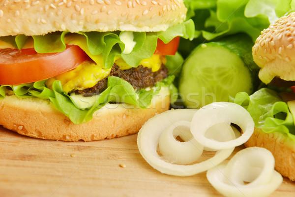 Smaczny hamburger apetyczny tablicy chleba Zdjęcia stock © taden