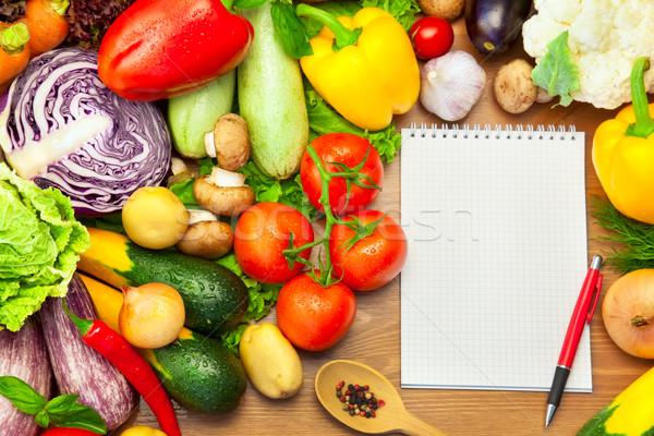 ストックフォト: 新鮮な野菜 · 木製 · ノートブック · レシピ · メニュー · 紙